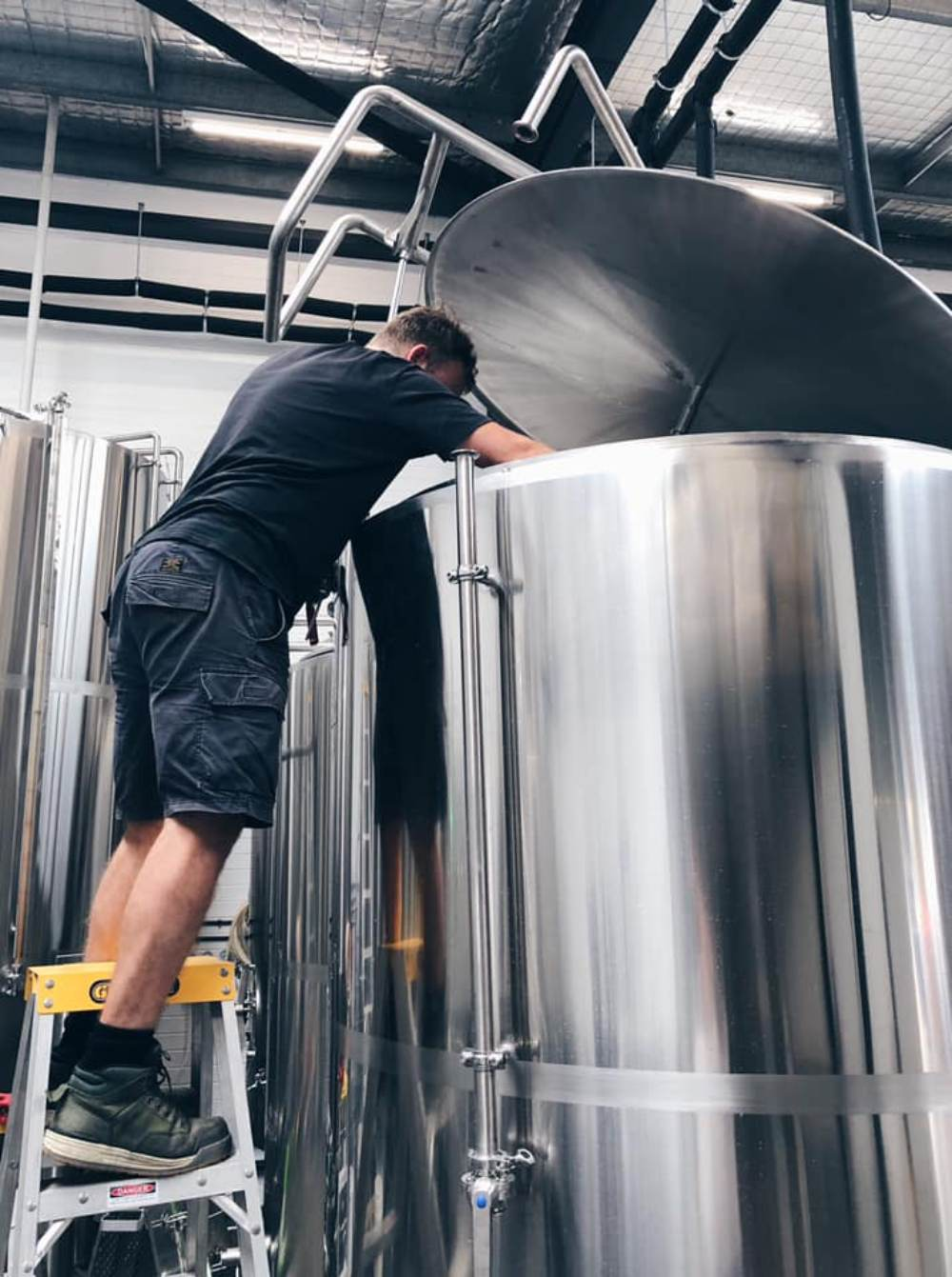 brewery beer brewing equipments,conical stainless steel beer fermenter,commercial brewery equipments for sale,how to start brewery,brewery equipment cost,beer tank,beer bottling machine