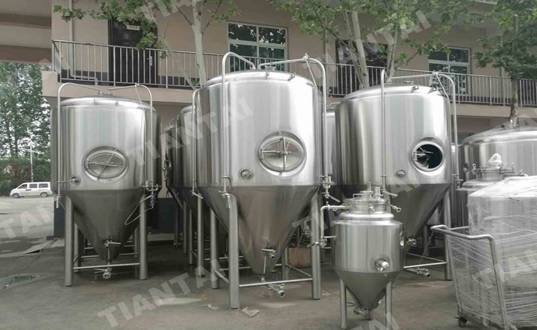 <b>15 bbl Microbrewery fermenter with cooling jacket</b>