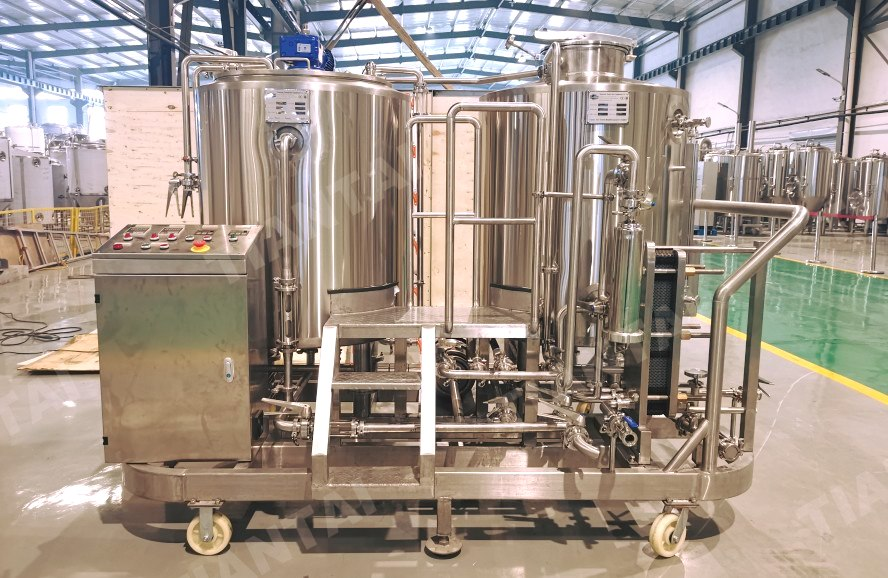 Cute portable 300L brewhouse unit and portable 300L beer fermenters.
