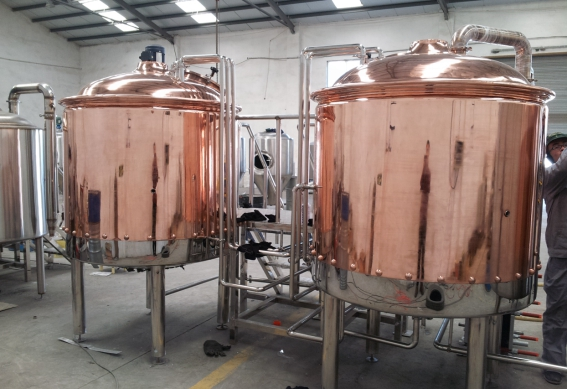 A red copper brewery in italy european breweries for Craft kettle brewing equipment