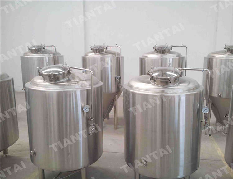 <b>800L Jacketed Bright Beer Tank</b>