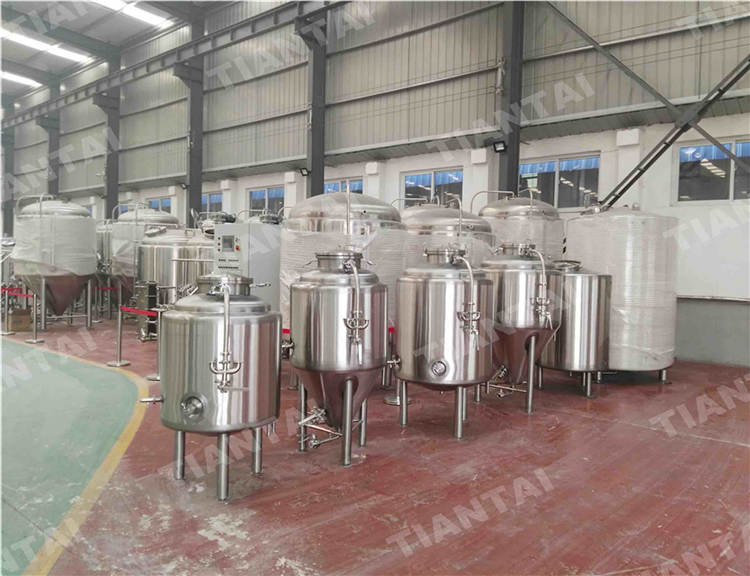 <b>500L Jacketed Bright Beer Tank</b>