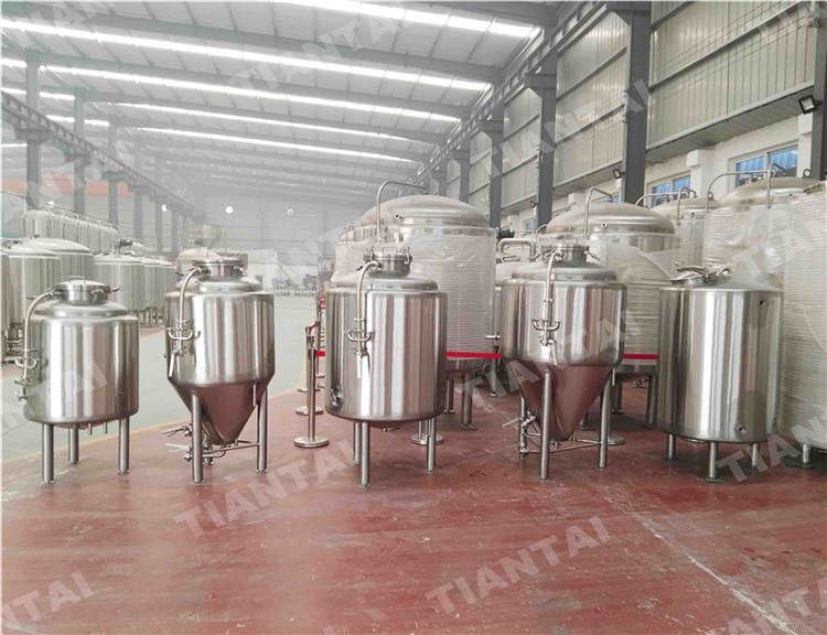 <b>300L Jacketed Bright Beer Tank</b>