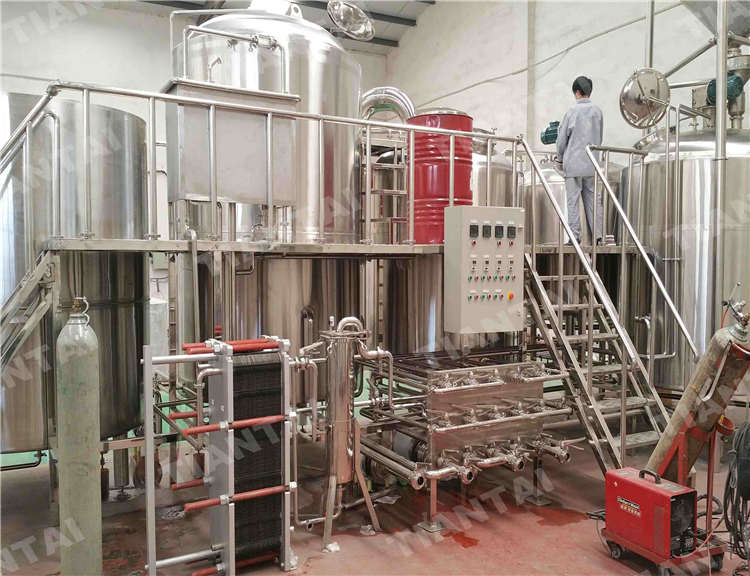 Four vessel brew house system