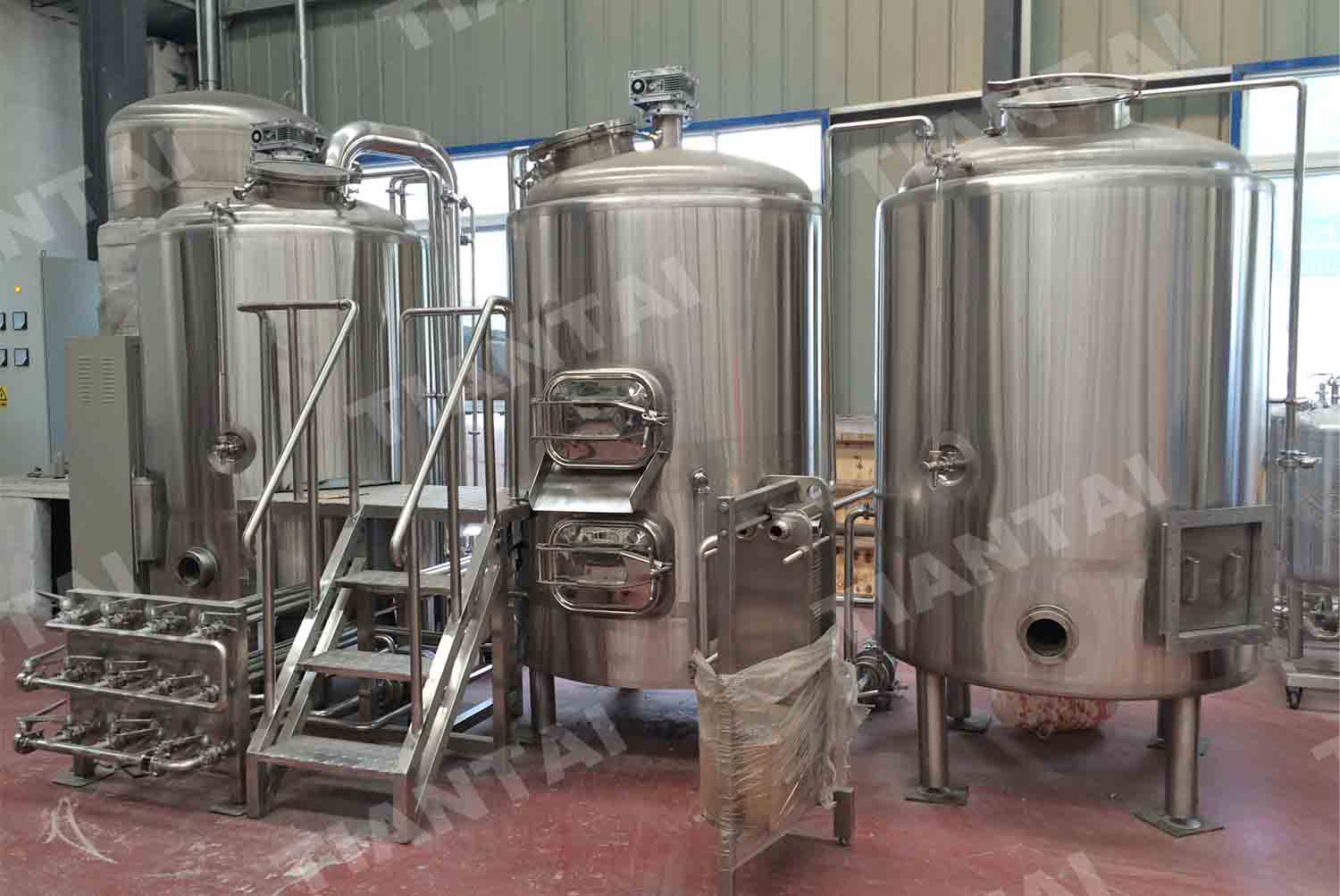 <b>Direct fire heated micro beer brewery before delivery</b>